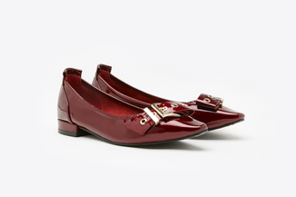3990-6 Maroon Belt Buckle Patent Leather Pumps