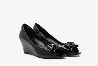 6833-1 Black Ribbon Peep Toe Patent Wedges